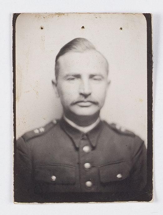 Nieśmiertelnik Oflag IV C/ wraz z fotografią oficera