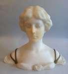 Popiersie młodej kobiety z alabastru