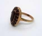 Złoty pierścionek z granatami
