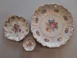 Zestaw porcelanowy : patera, talerz, konfiturówki