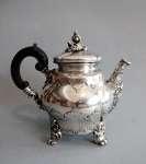 Srebrny dzbanek do herbaty