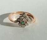Złoty pierścionek z brylantami i szmaragdem